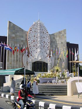 Kuta Travel Guide Wikivoyage Bali Bomb Memorial Jalan Legian Bombing