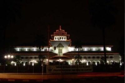 200 Tempat Wisata Bandung Keren Terbaik Gedung Sate Malam Hari