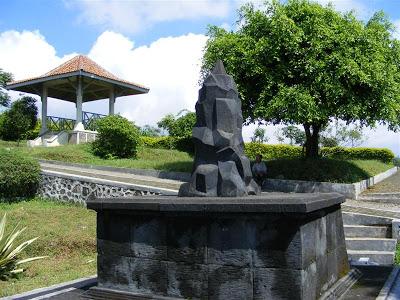 Info Wisata Temanggung Monumen Meteorit Terletak Desa Wonotirto Kecamatan Bulu
