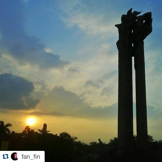Monumen Bandung Lautan Api Dunia Aleut Image Kab Badung