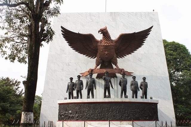 Monumen Bersejarah Indonesia Pasca Kemerdekaan Ulinulin Terletak Daerah Lubang Buaya
