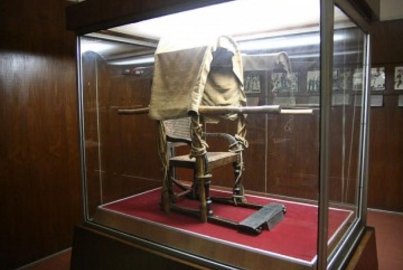 Museum Pasifika Inisiasi Konservasi Koleksi Warisan Budaya Salah Satu Benda