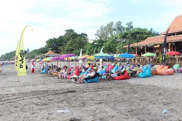 Menikmati Gemuruh Ombak Pantai Double Legian Seminyak Bali Suasana Pagi