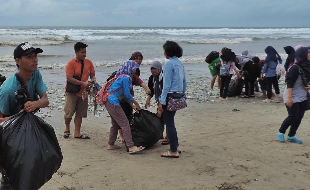 Ribuan Muslim Bali Bersih Pantai Portaltiga Peduli Kmpb Menggelar Aksi