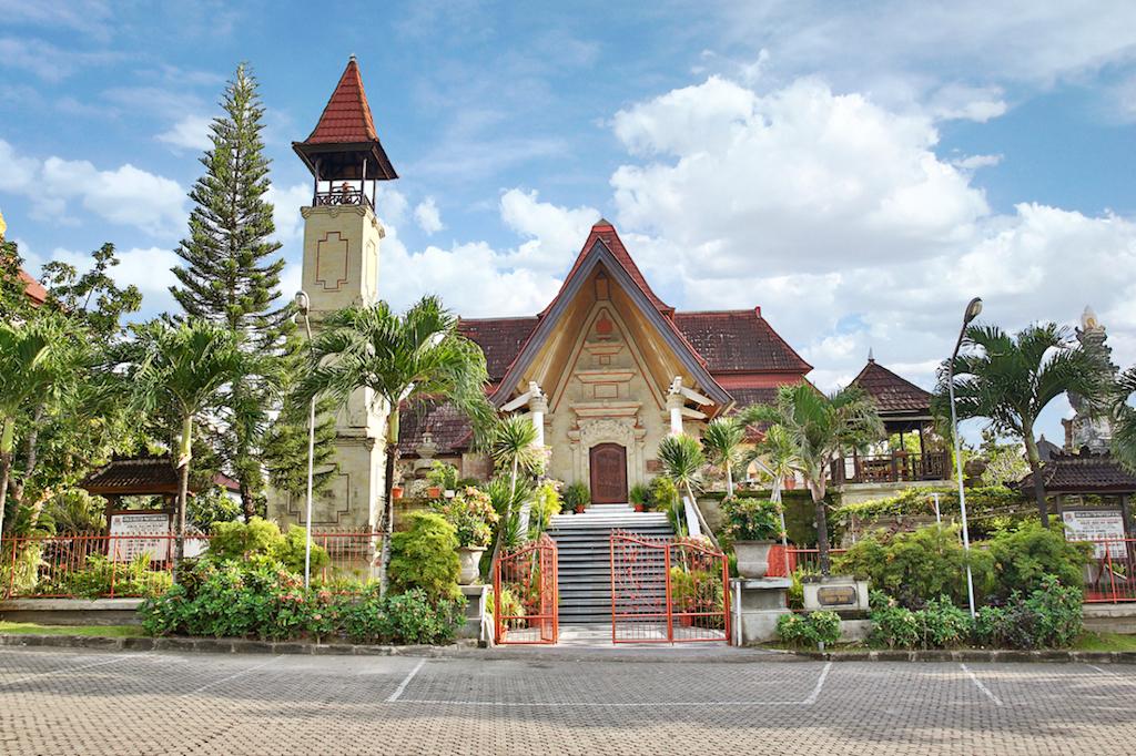 Puja Mandala Tempat Dimana 5 Agama Saling Toleransi Vakansee Gereja