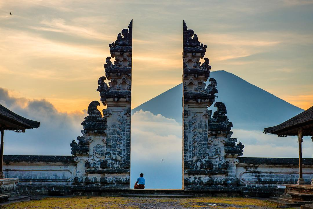 Pura Luhur Uluwatu Pesona Cantik Atas Tebing Terjal Wisata Kab