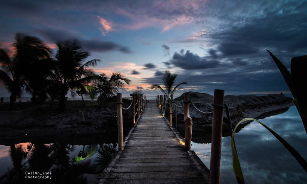 Pantai Petitenget Pemandangan Eksotis Pura Tepi Seminyak 2 1024x615 Kab