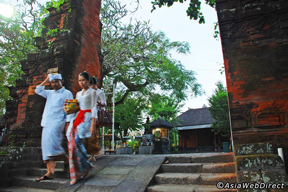 Petitenget Temple Bali Magazine Motorists Pura Kab Badung