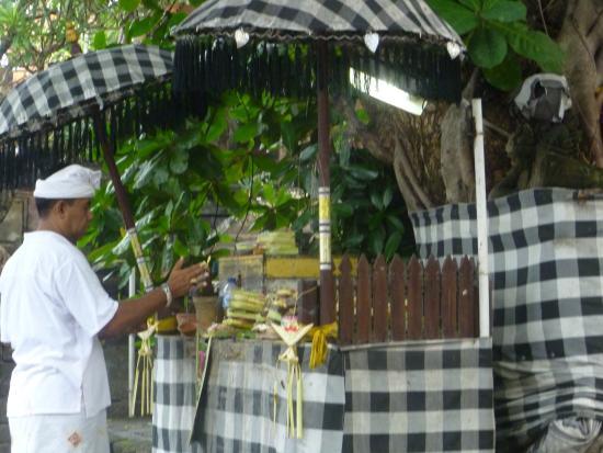 Pura Petitenget Seminyak Bali Picture Temple Offering Prayers Galungan Kab