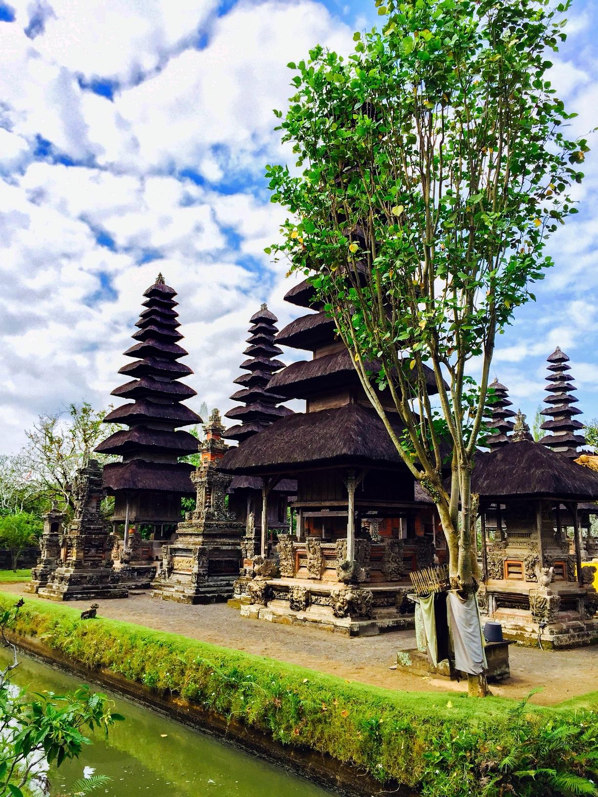 Pemerintah Kabupaten Badung Mengwi Indonesia Temples Ornaments Surrounded Water Pura