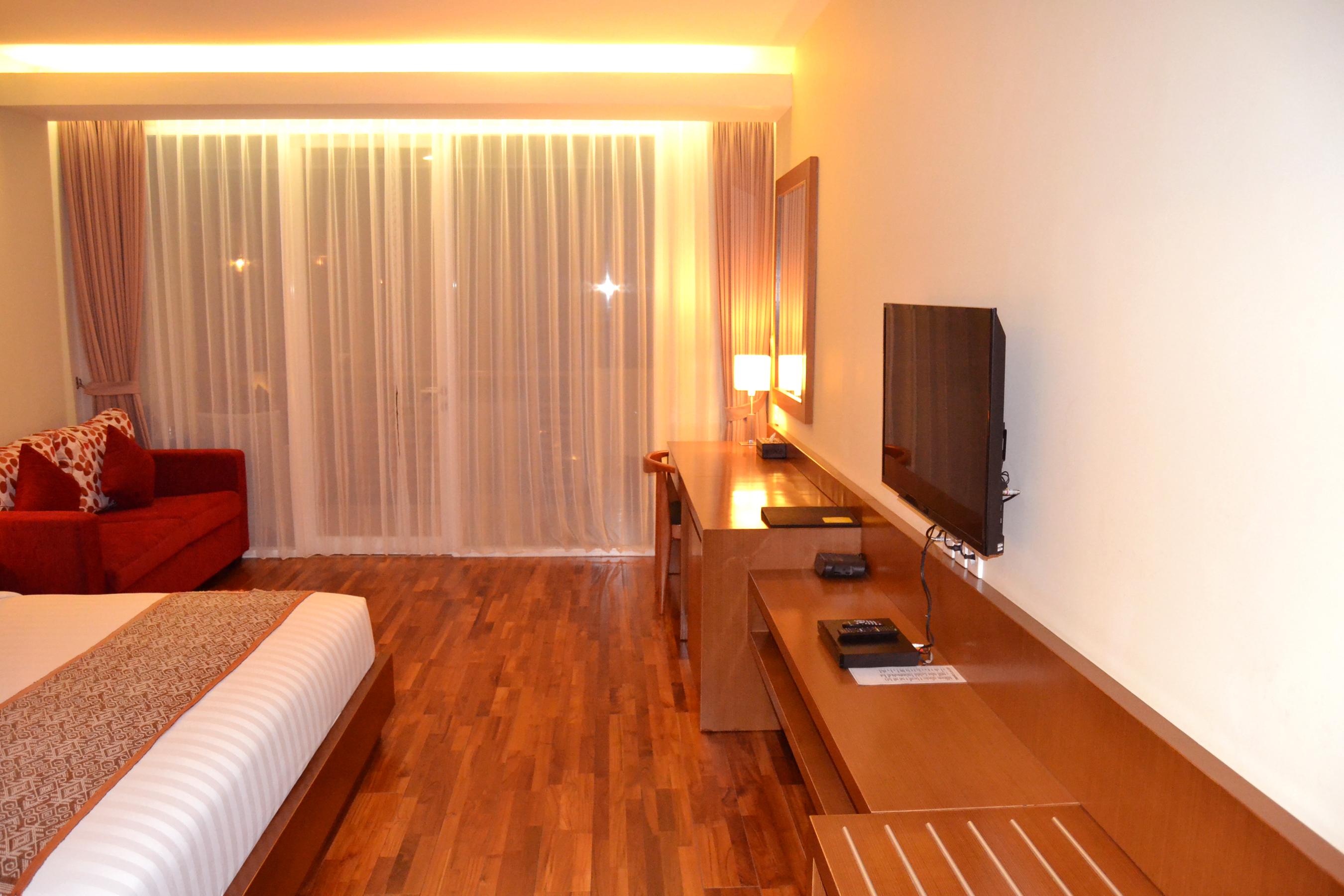 Seminyak Square Hotel Pool1 Pool View Junior Suite 12 Kab