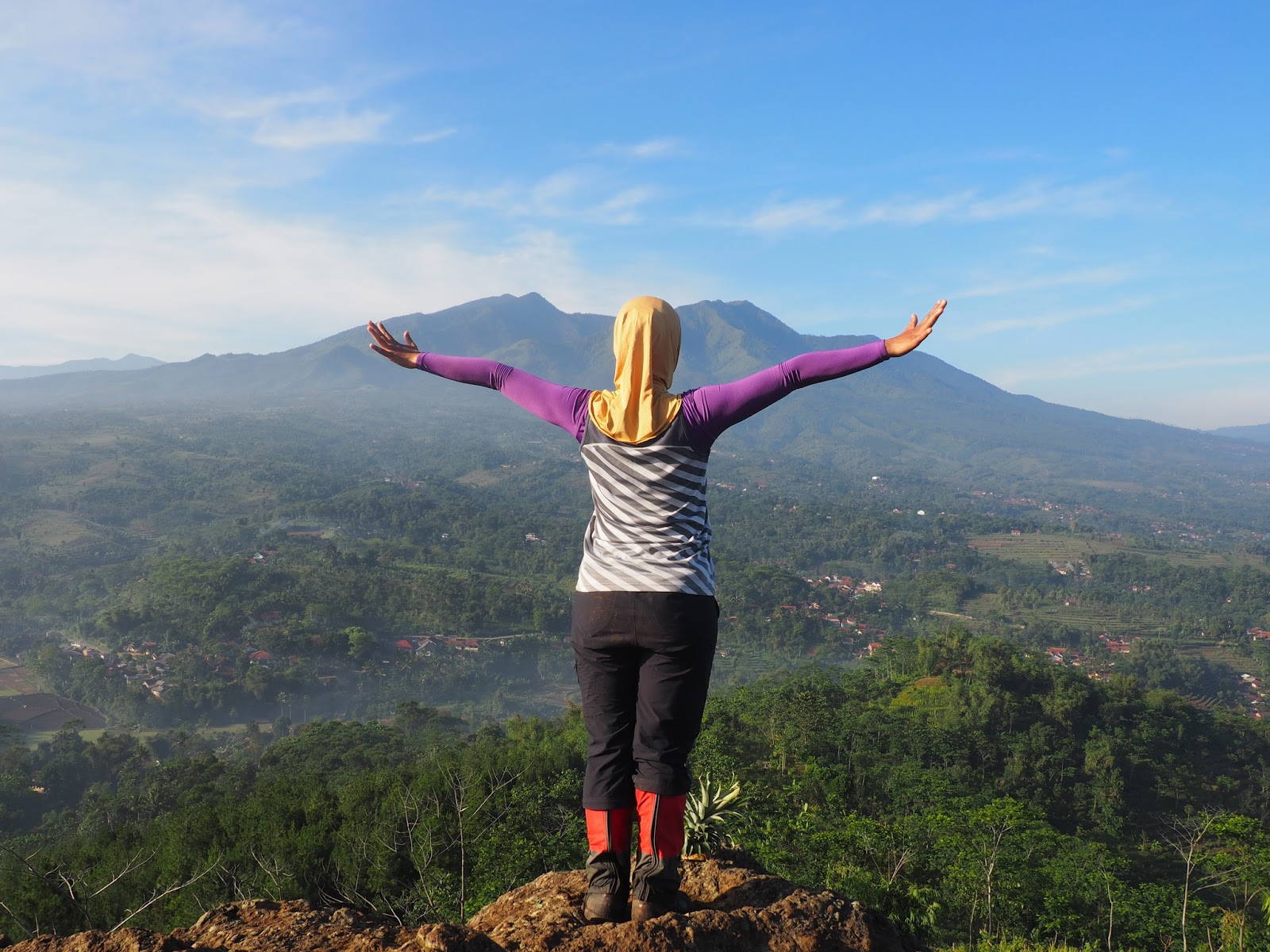 Coretan Jelajah Dot Bandung Selatan View Pegunungan Malabar Kebun Teh