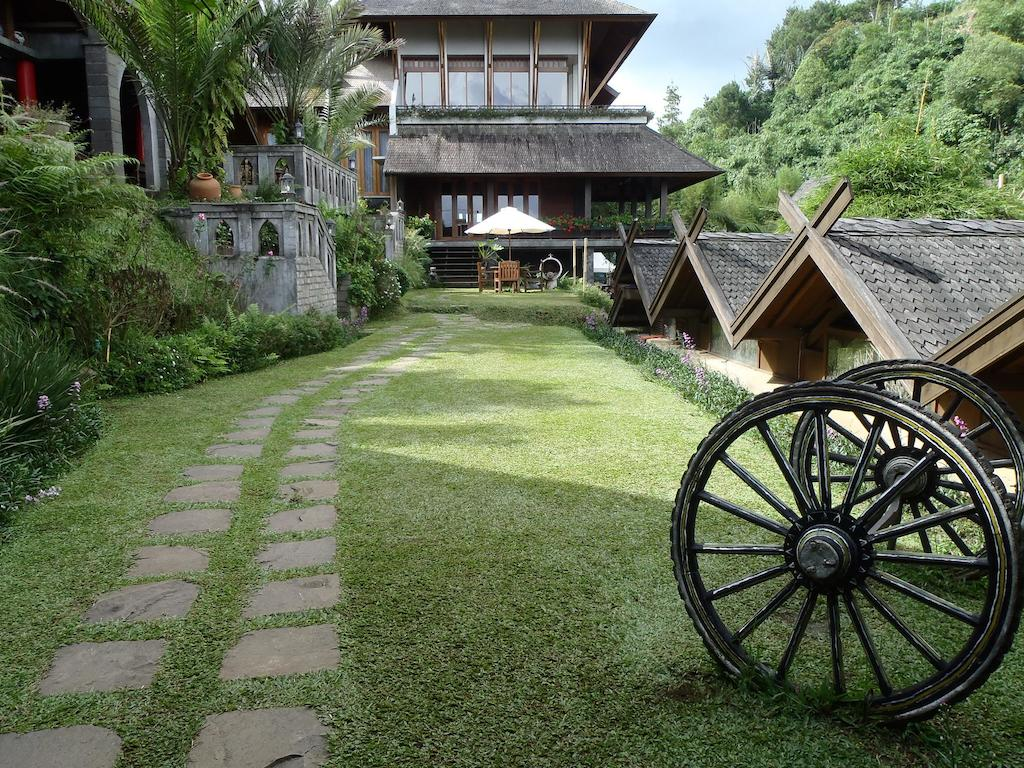 Rumah Stroberi Organic Farm Family Lodge Holiday Parks Lembang Kab