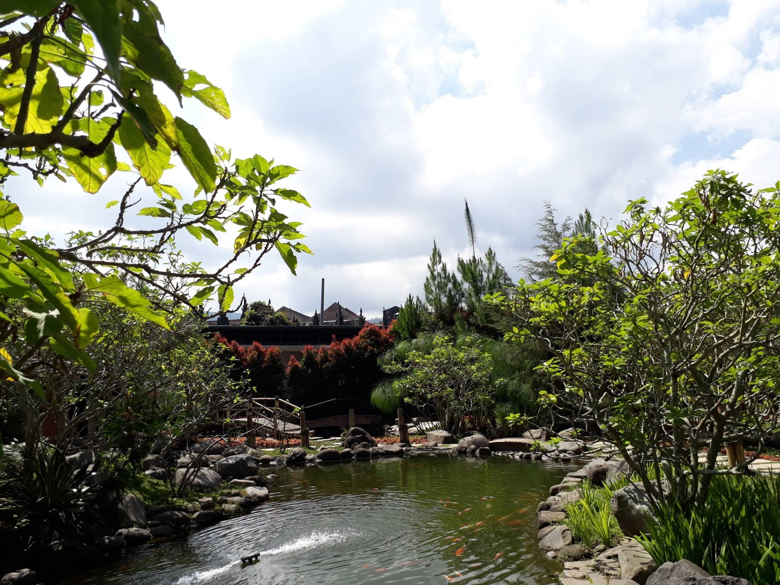 Tempat Hitz Instagrammer Kawasan Maribaya Lembang Memiliki Wisata Lodge Taman