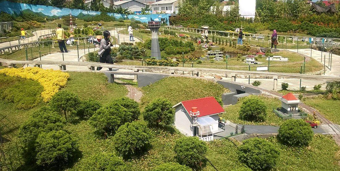 Tempat Wisata Bandung Taman Miniatur Kereta Api Nuart Sculpture Kab