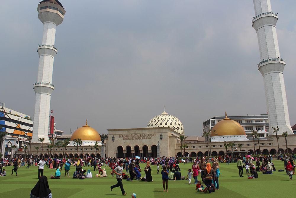 10 Wisata Bandung Dijangkau Jalan Kaki Oleh Ali Masjid Agung
