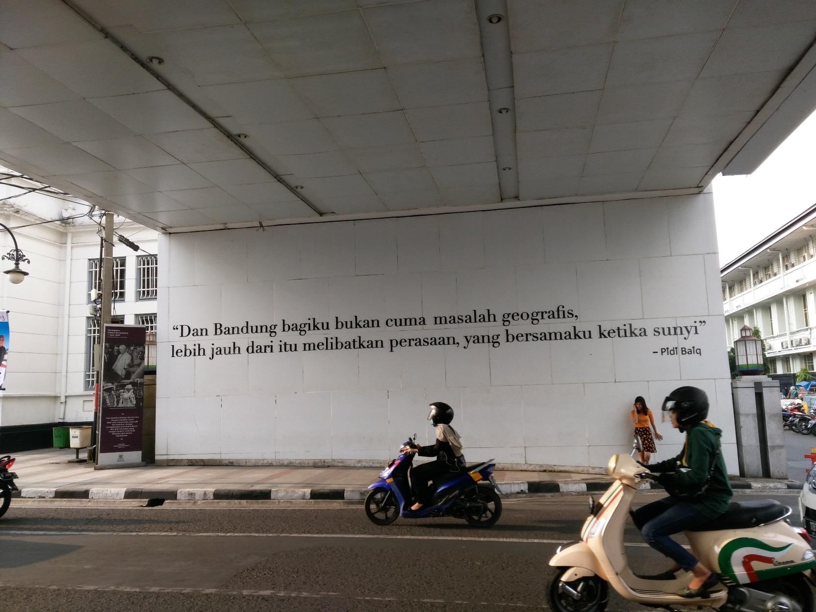 Bandung Jalan Asia Afrika Alun Masjid Raya Braga Melewati Gapura