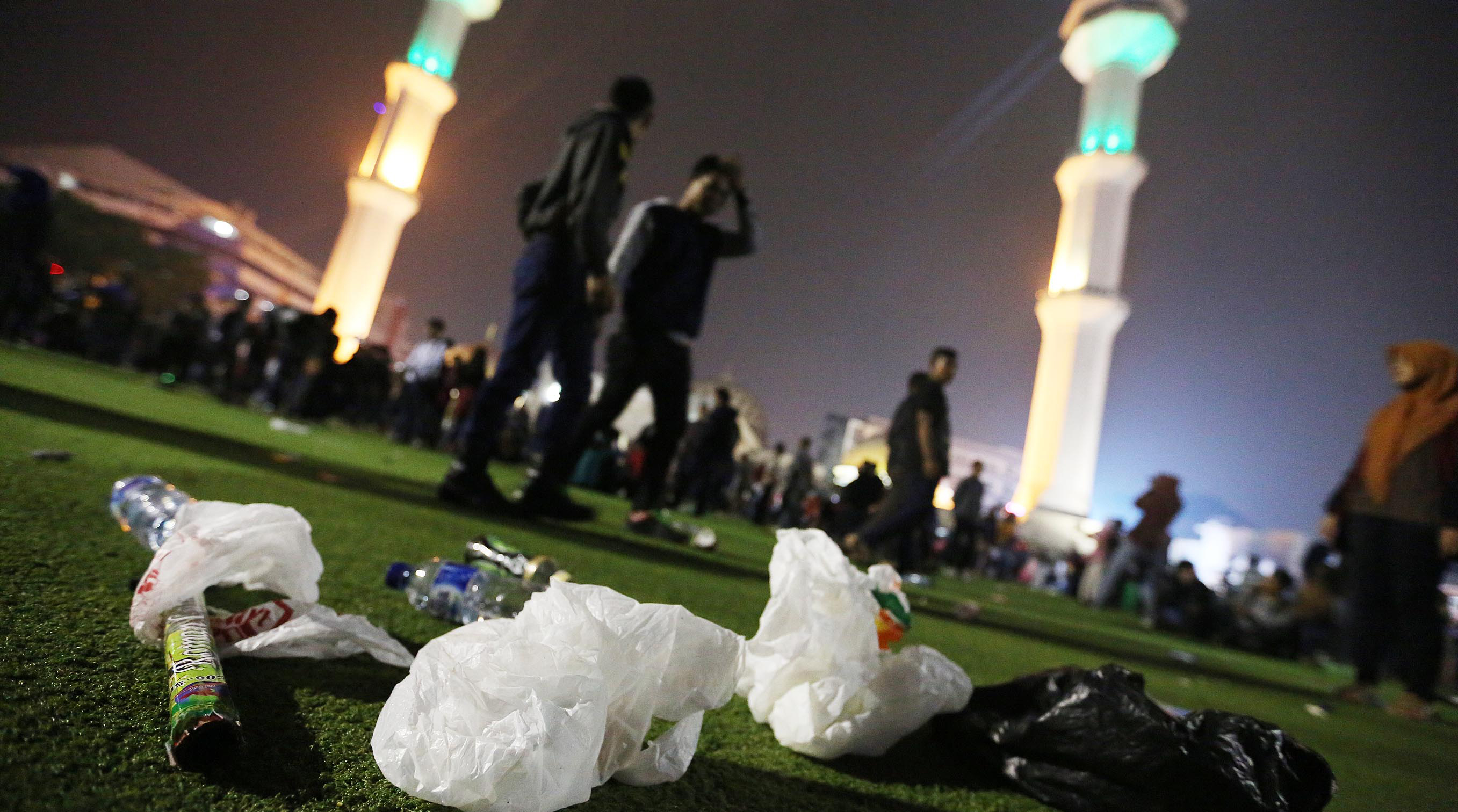 Ceceran Sampah Kotori Alun Bandung Pikiran Rakyat Armin Abdul Jabbar