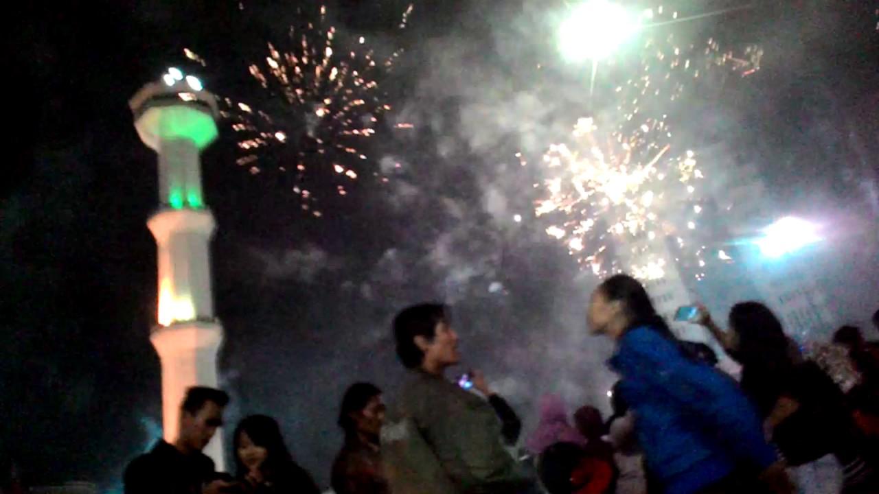 Kembang Api 2016 Alun Kota Bandung Youtube Kab