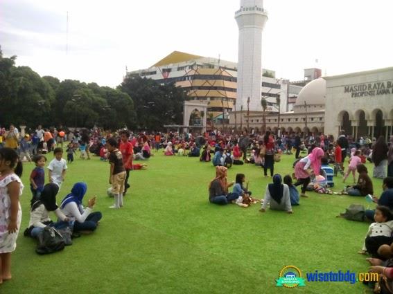 Wisata Keluarga Taman Alun Bandung Senin 5 Januari 2015 Tim