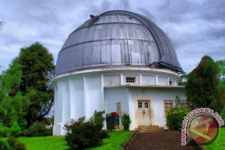 Memajukan Bidang Antariksa Pegunungan Timau Antara News Bosscha Observatory Kab