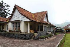 Rumah Bosscha Tampak Belakang Paket Wisata Bandung Murah Kayu Villa