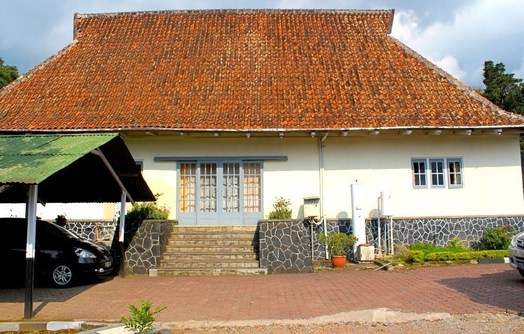 Rumah Bosscha Tampak Belakang Paket Wisata Bandung Murah Observatory Kab