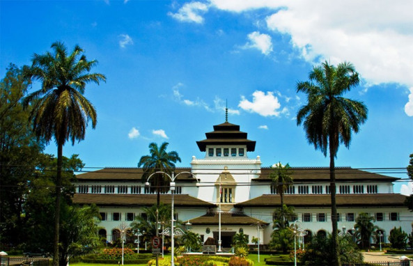 Bandung Andhika Blog Tempat Wisata Terbaru 810x522 Gedung Sate Kab