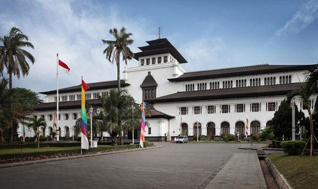 Contoh Descriptive Text Kota Bandung Bahasa Inggris Artinya Gedung Sate
