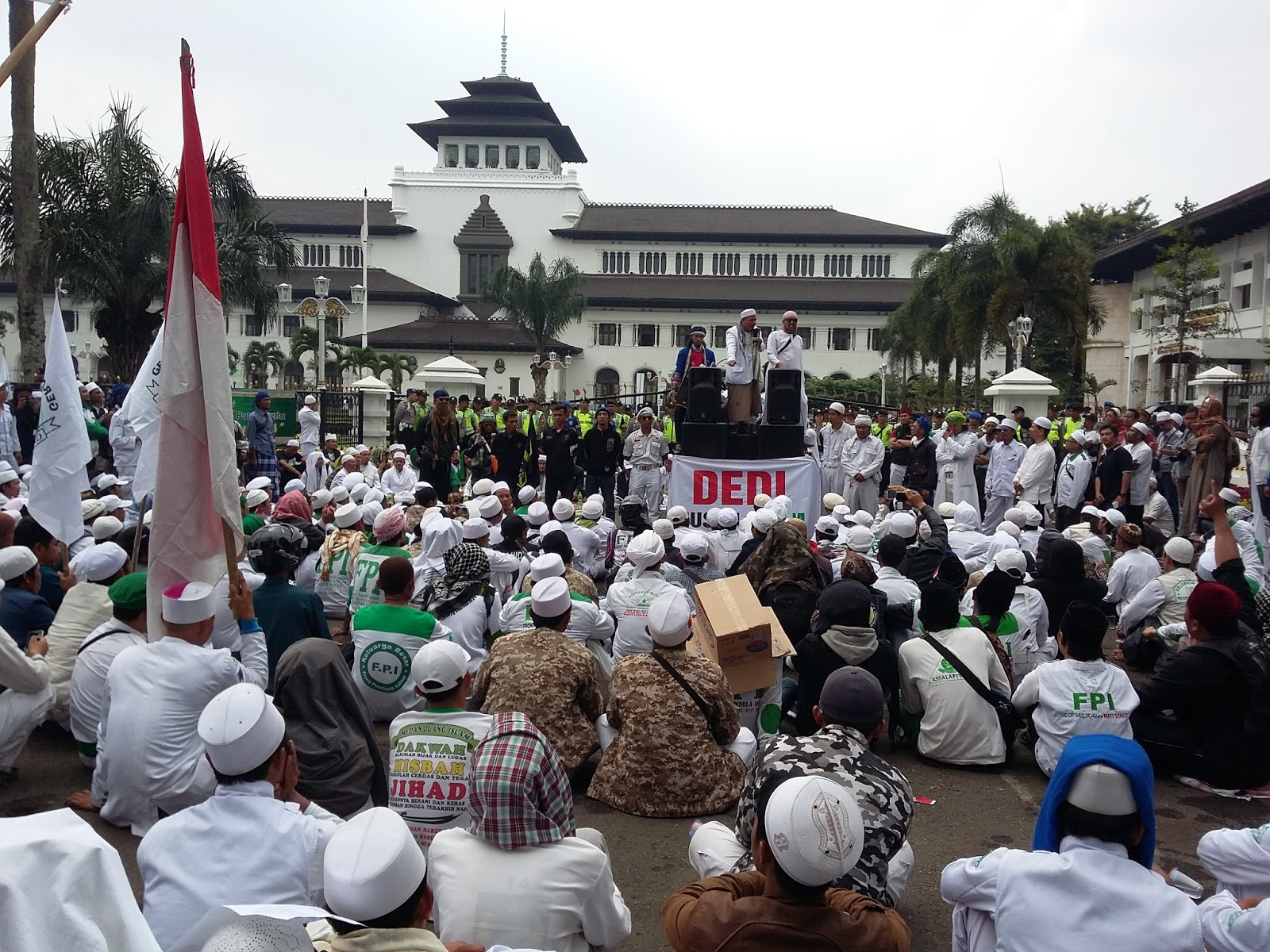 Fpi Demo Bupati Purwakarta Dedi Mulyadi Gedung Sate Seputar Sjo