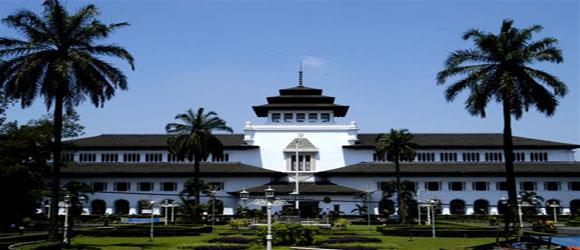 Gedung Sate Bandung Small 1 Sewa Villa Istana Bunga Kab