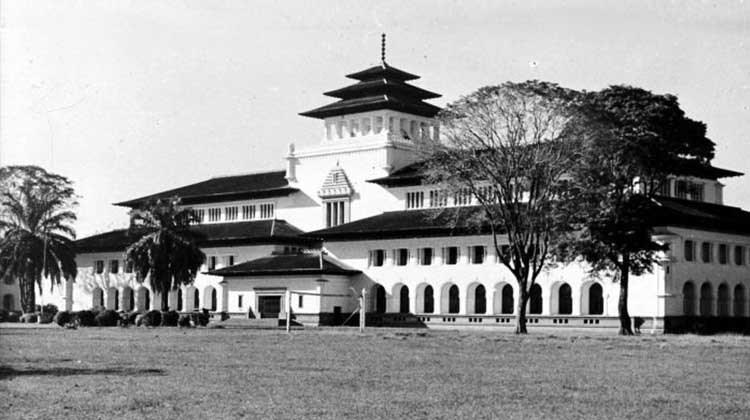 Nih Wisata Bangunan Bersejarah Bandung Balebandung Gedung Sate 1950 Tropenmuseum