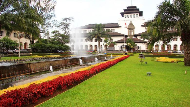 Upacara Hut Ri Hindari Kawasan Gedung Sate Bandung Besok Kab