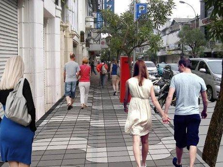 Dewan Kritik Trotoar Granit Bandung Terlalu Mahal Mewah Jalan Braga