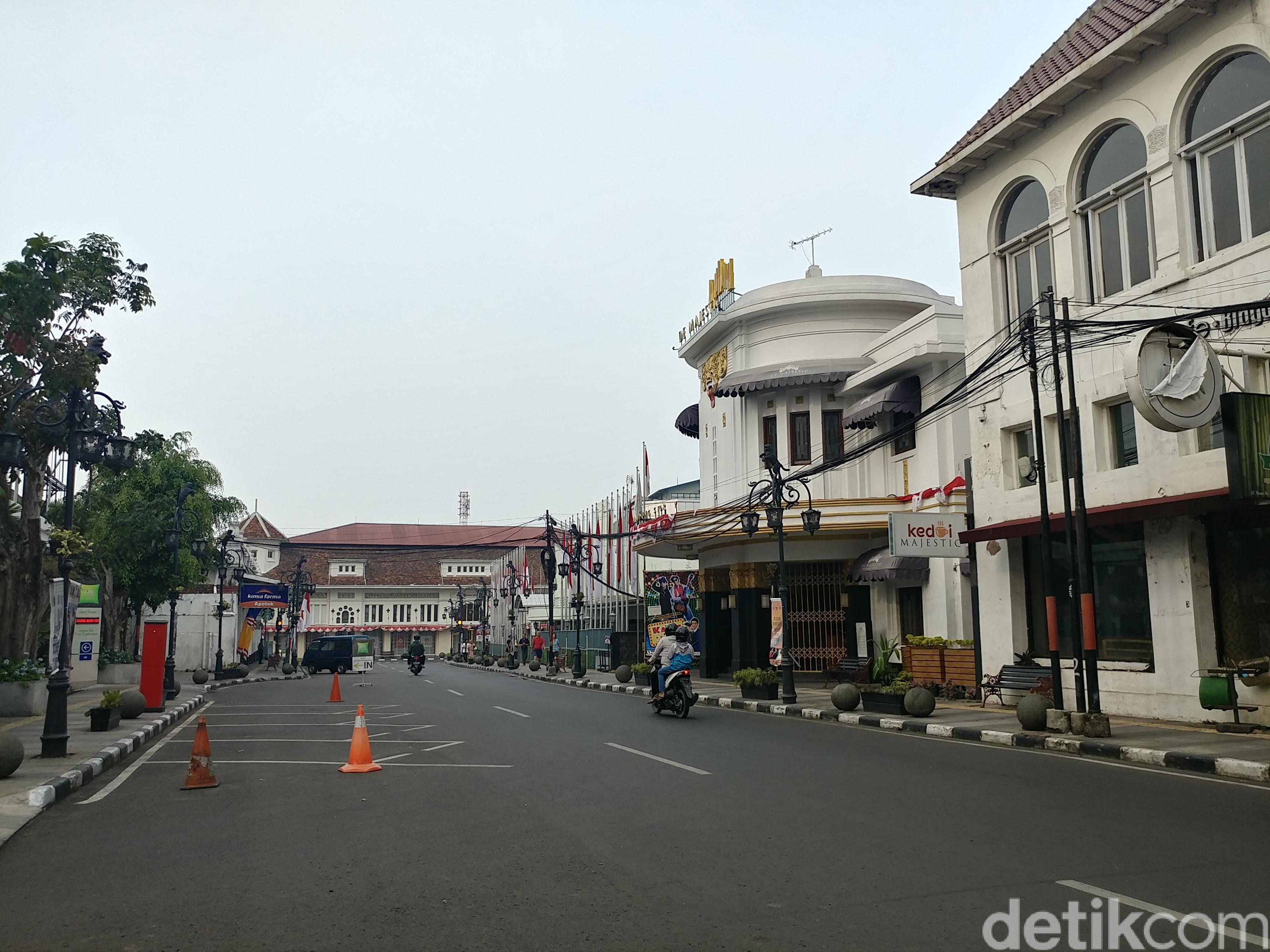 Libur Idul Adha Pagi Lintas Bandung Lengang Sepi Jalan Braga