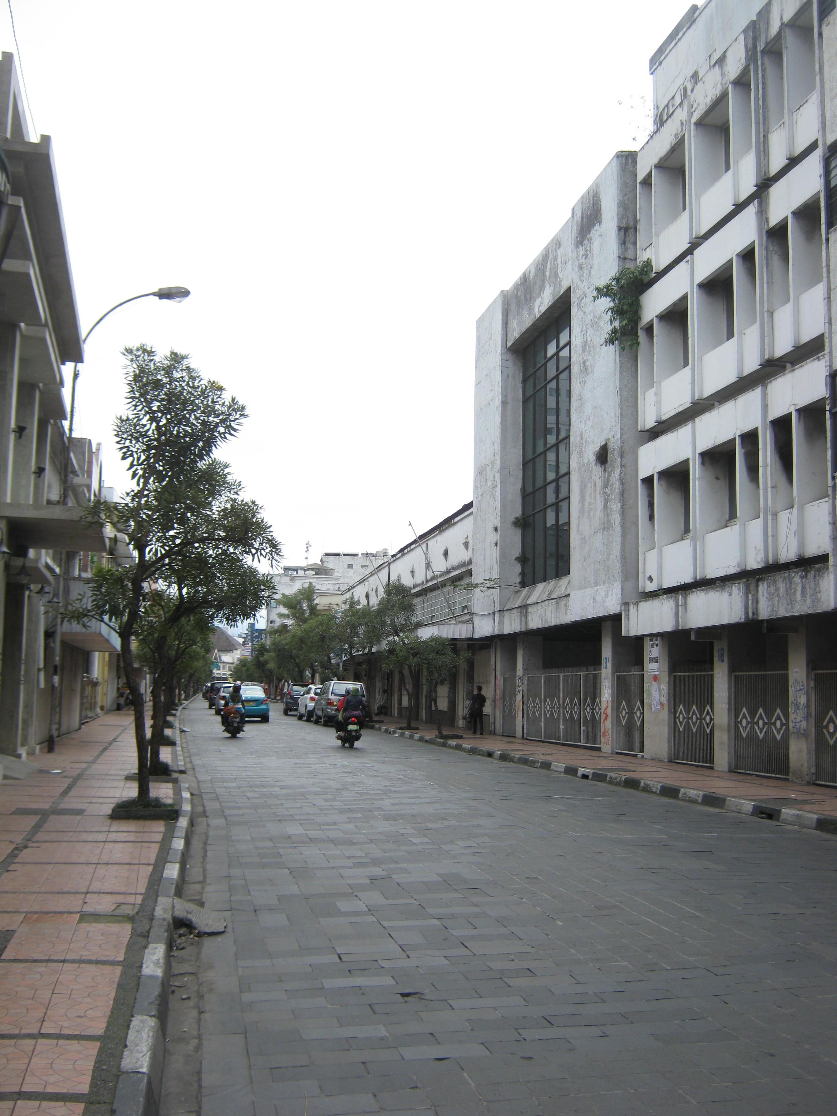 Numpang Lewat Jalan Braga Bandung Mirza Sahadat Img 0765 Kab