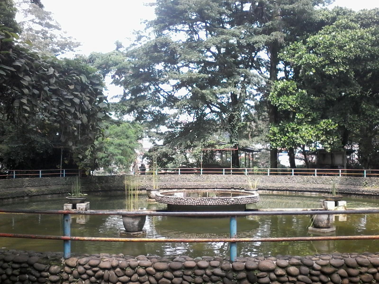 Kebun Binatang Tamansari Bandung Warna Warni Hidup Pas Masuk Disambut