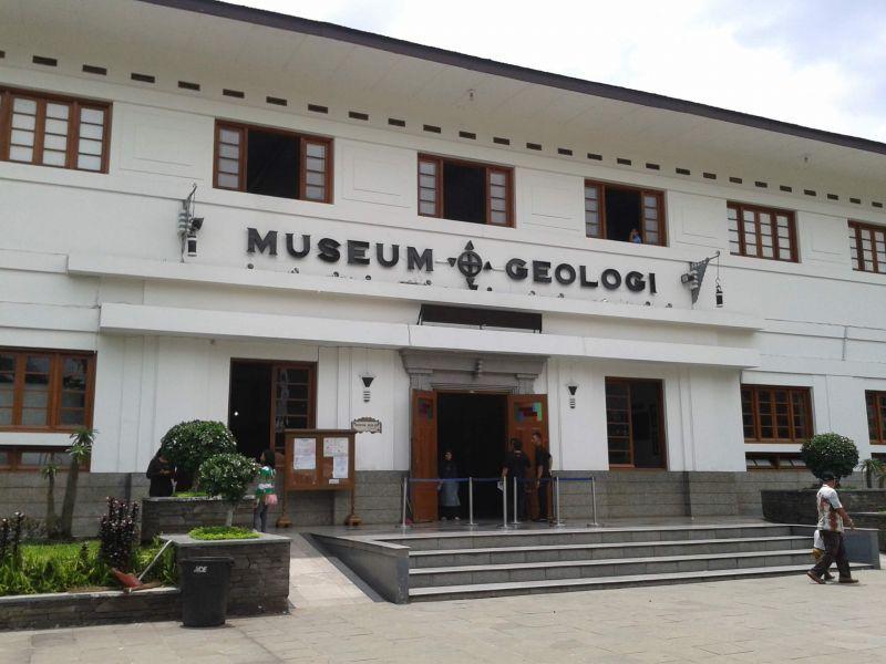 36 Tempat Wisata Bandung Wajib Dikunjungi Museum Geologi Barli Kab