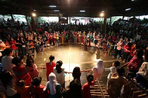 46 Tempat Wisata Bandung Murah Meriah Tak Membosankan Saung Angklung