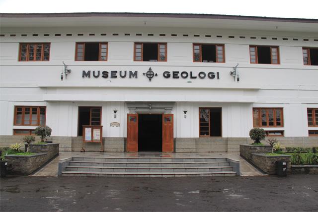 Laporan Hasil Kunjungan Museum Geologi Bandung Perpustakaan Online Barli Wisata