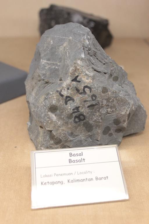 Belajar Tentang Bumi Ya Museum Geologi Bandung Nulis Feature Kab
