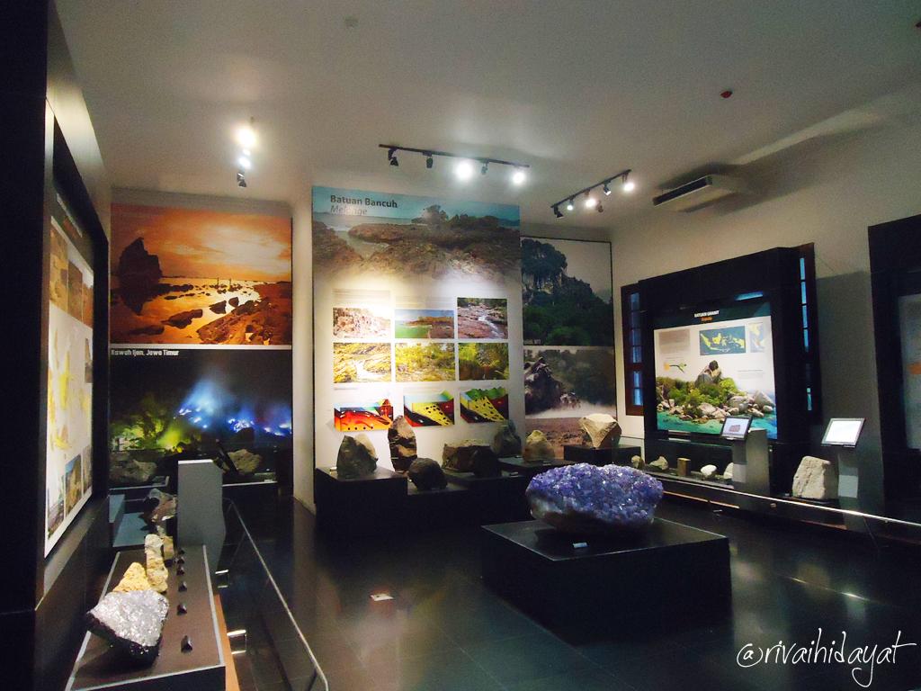Djelajah Museum Geologi Bandung Rivai Hidayat Batuan Ruangan Indonesia Kab