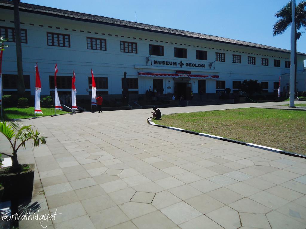 Djelajah Museum Geologi Bandung Rivai Hidayat Kab
