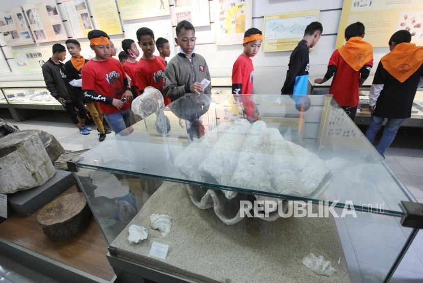 Mengenal Sejarah Bumi Museum Geologi Bandung Republika Online Picture Kab