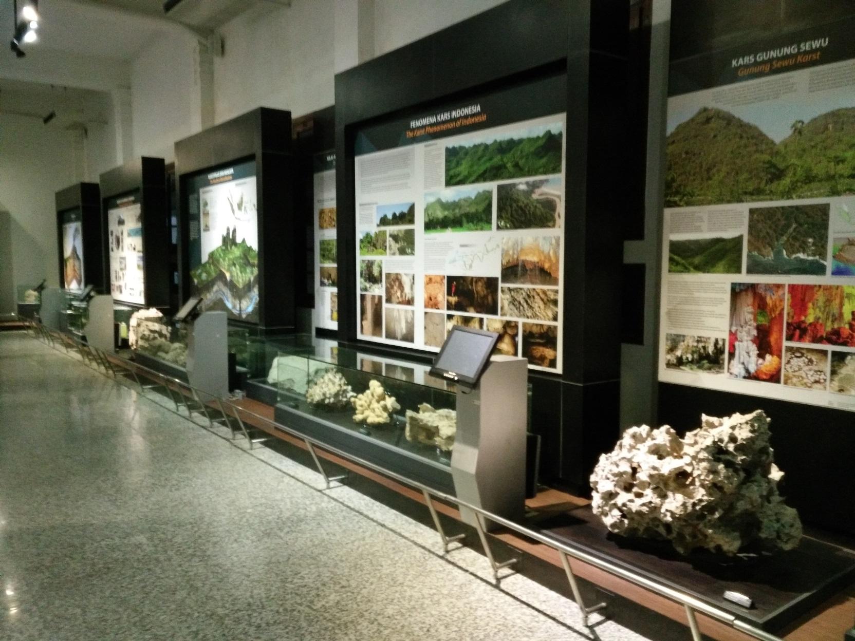 Sabtu Pagi Museum Geologi Bukan Pajokka Menariknya Video Interaktif Menjelaskan