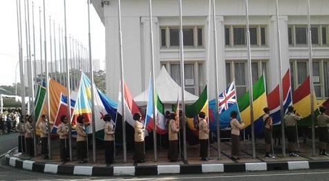 109 Bendera Peserta Kaa Dikibarkan Gedung Merdeka Berita Bandung Sebanyak