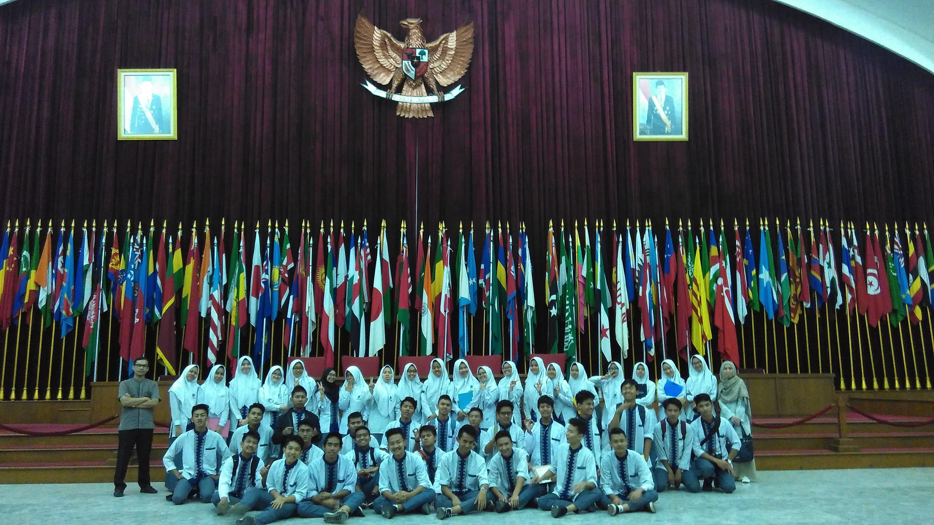 Dinamika Peran Indonesia Perdamaian Dunia Organisasi Internasional Siswa Siswi Kelas