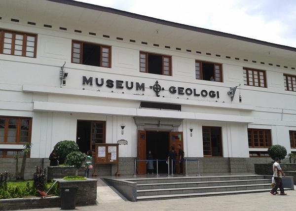46 Tempat Wisata Bandung Murah Meriah Tak Membosankan Museum Geologi