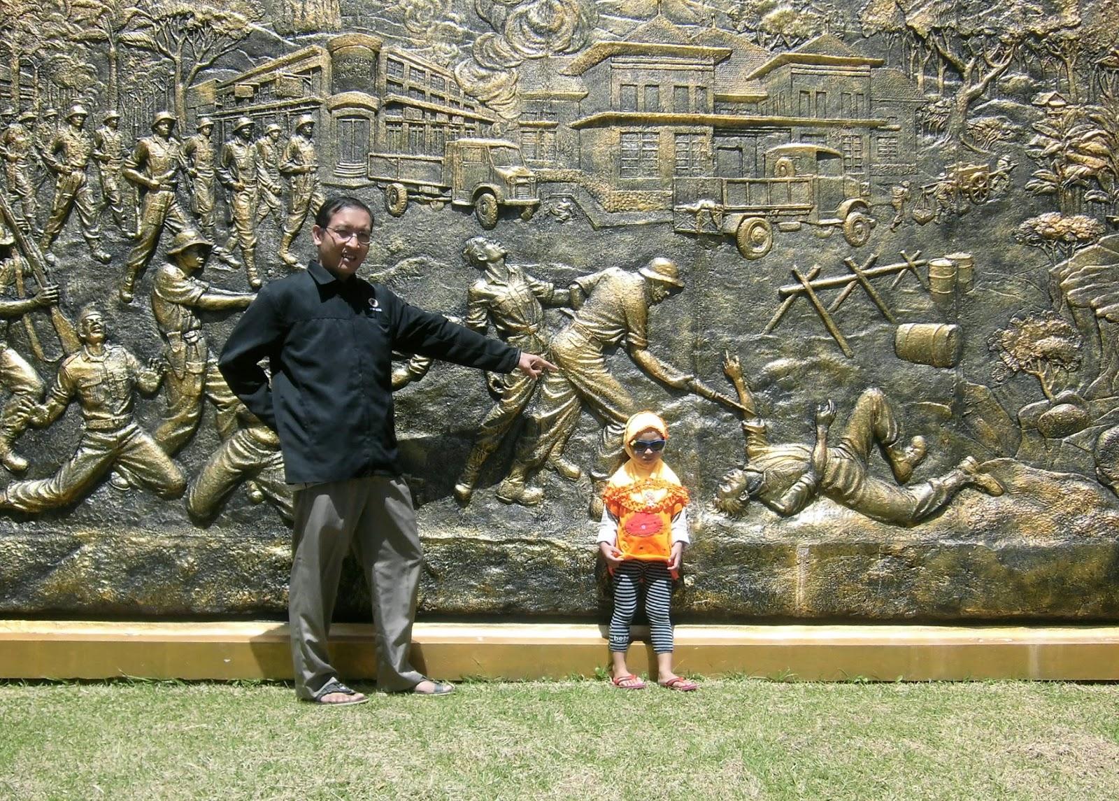 Firdaus Ubaidillah Agustus 2013 Halaman Depan Museum Mandala Wangsit Siliwangi