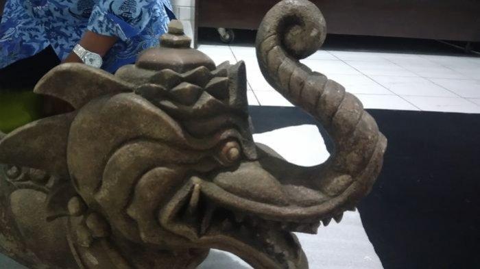 Batu Berbentuk Kepala Gajah Berbadan Ular Diamankan Pihak Museum Sri